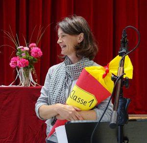 Einschulung 2017 Frau Wannek mit Schultüte