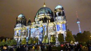 GR Ausflug Nikolaikirche beleuchtet